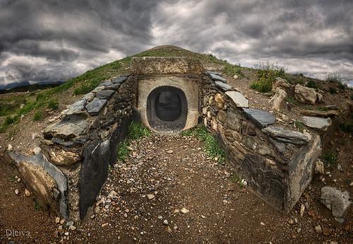 Entrada a una tumba del poblado neolitico de Los Millares (Bajo Andarax, Almería)