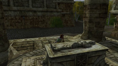 Bowing before a ruin in Bree 001