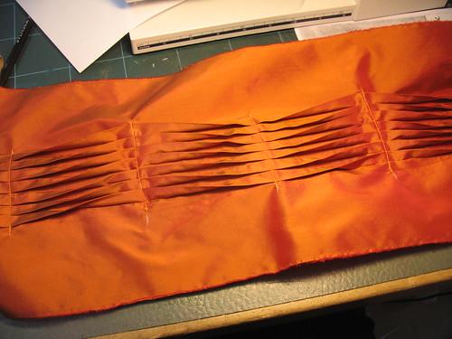 manipulation fabric - folds