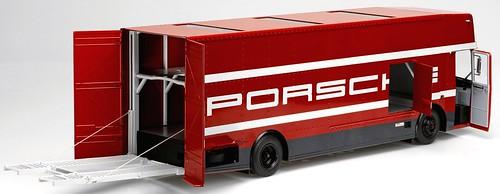 Premium Porsche van