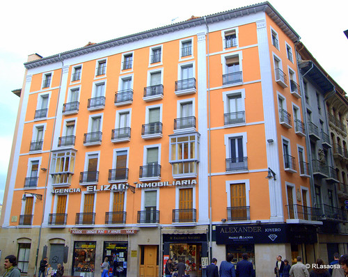 Edificio de viviendas y oficinas en la Plaza Consistorial