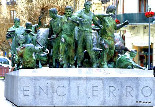 Monumento al Encierro, en la Avenida de Roncesvalles