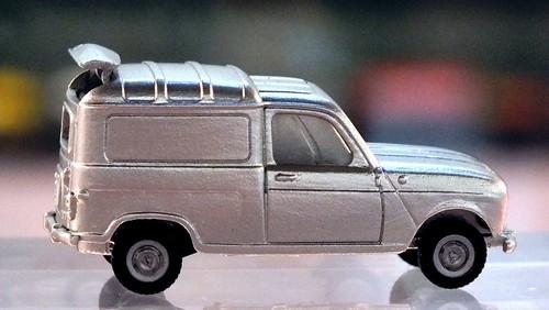 Wiking Renault R4 furgonette-001