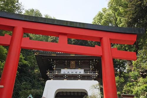 江島神社の朱の鳥居(Enoshima Shrine, Kanagawa, Japan)