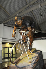 Reg Harris Statue
