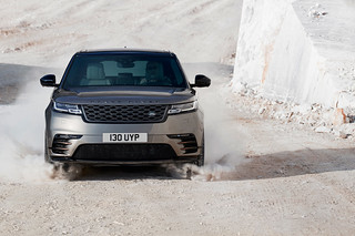 RR_Velar_18MY_376_GLHD_PR_Location_Dynamic_010317