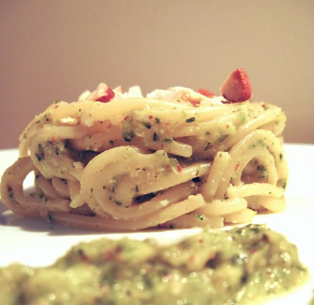 spaghetti in forma alle mandorle