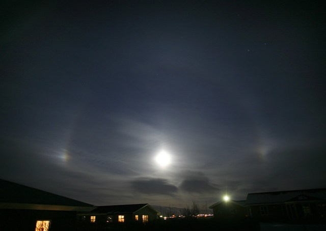 Moon Halo and Parhelia por Finnur Malmquist