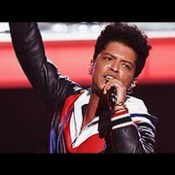 "Bruno Mars ""That's What I Like"" Grammy Awards 2017 Performance)."