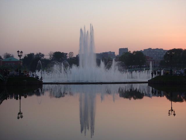 Танцующий фонтан // Dancing fountain