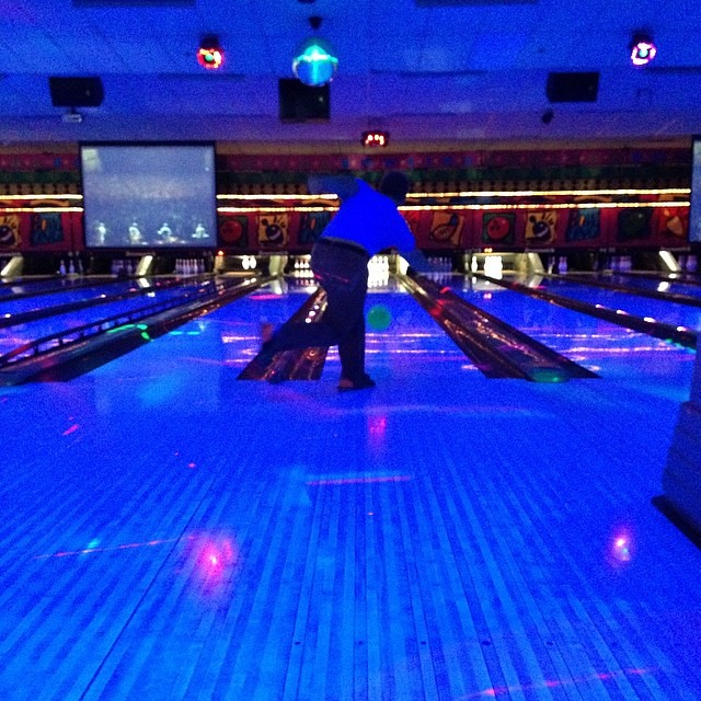 gettin' our bowl on. so far I am crushing keith.