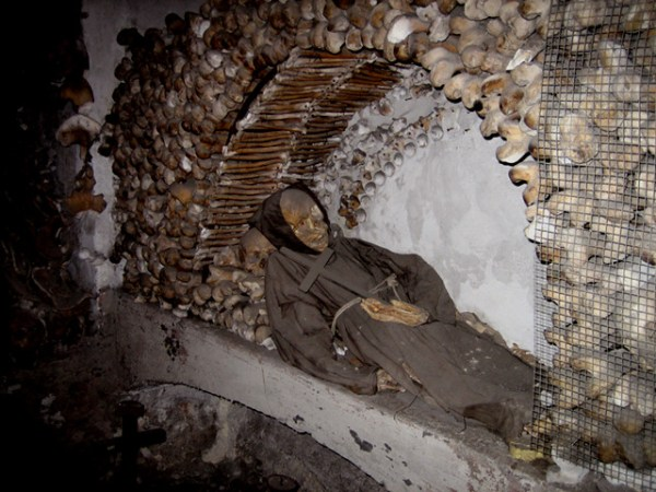 Skip the Line and Exclusive Private Viewing: Crypts and Catacombs Walking Tour - The Underside of Rome