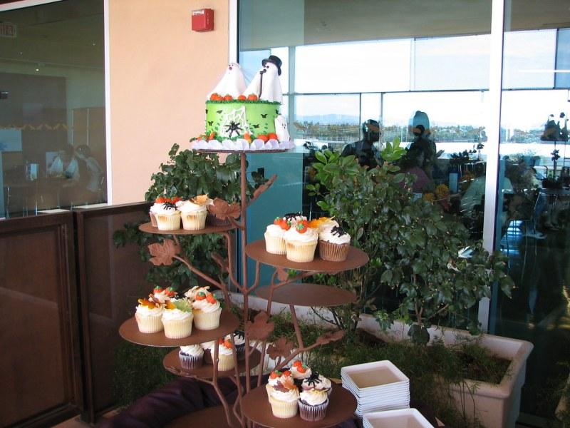 Halloween cupcake tower