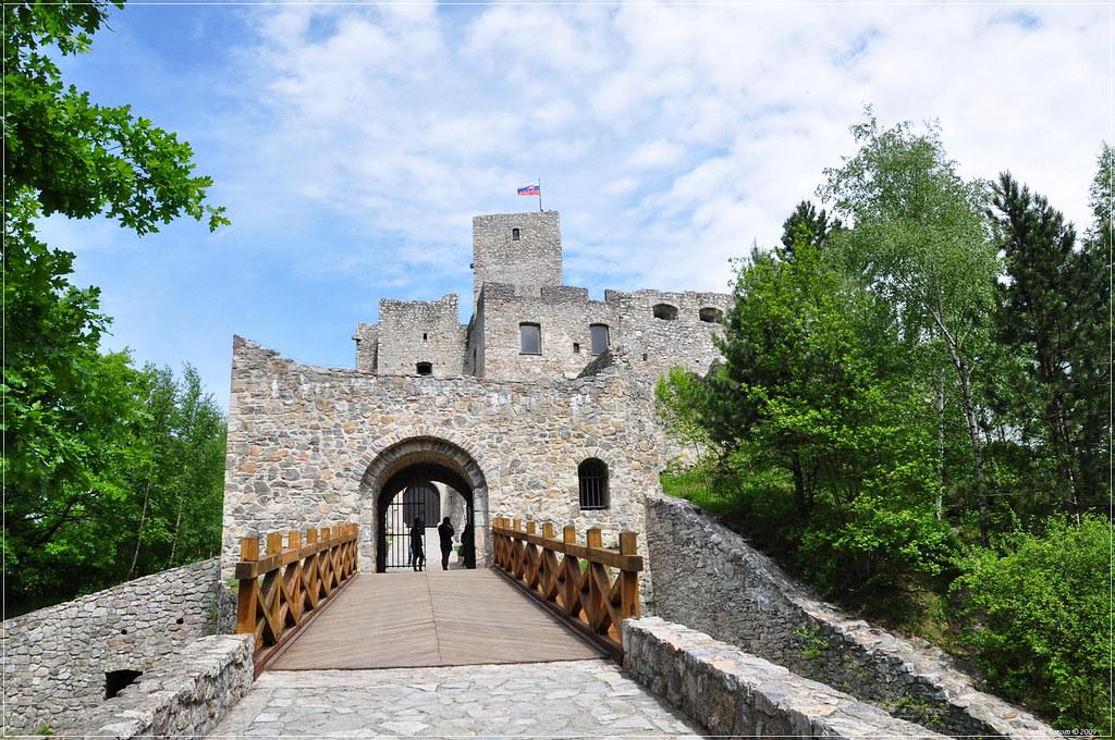 strecno castle, hrad strecno, what to do in zilina, guide in zilina, zilina region, strecno opening hours, castles in slovakia