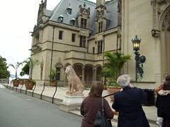 NASIGers outside the Biltmore House