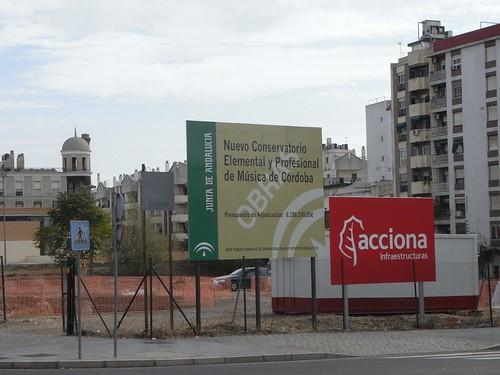 El Conservatorio cuando estaba en obras, Seis Millones de euros y no han podido poner aparcamientos para bicicletas.