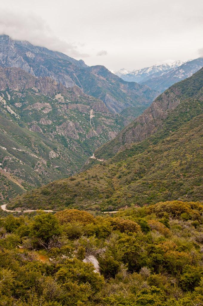 Descending into Kings Canyon