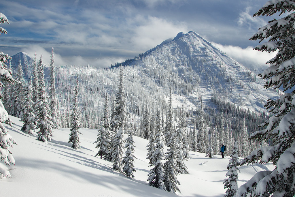 Ymir Lodge ski trip