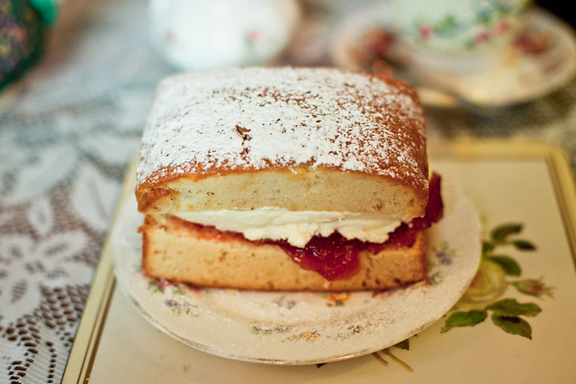 Victoria sponge in the Tea Cosy