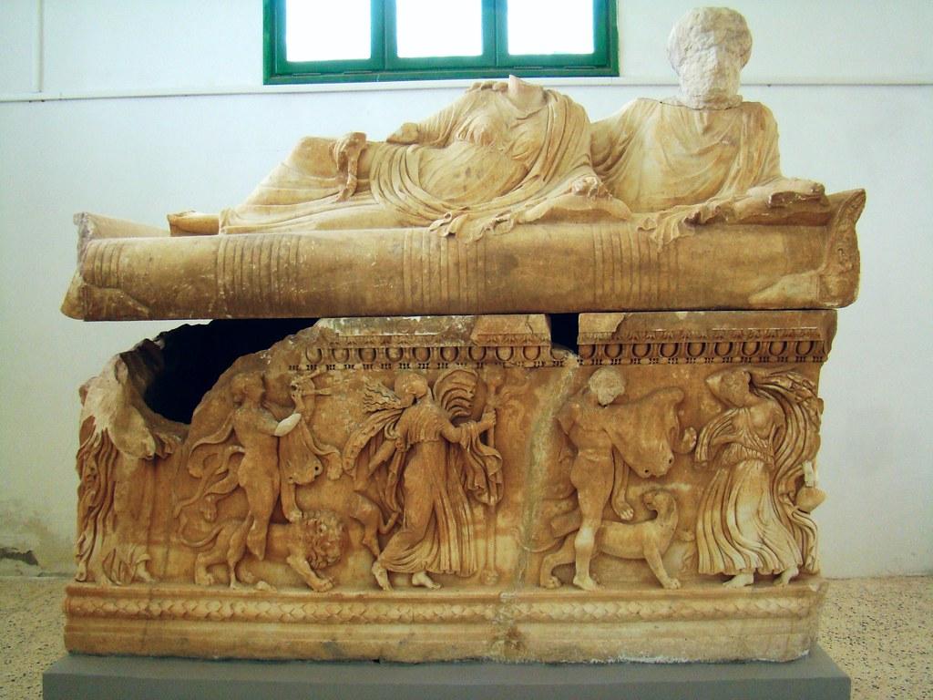 Cirene Sargofago Museo Libia 08