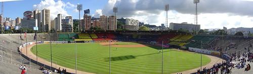 Estadio Universitario por Ramiro Hellmeyer