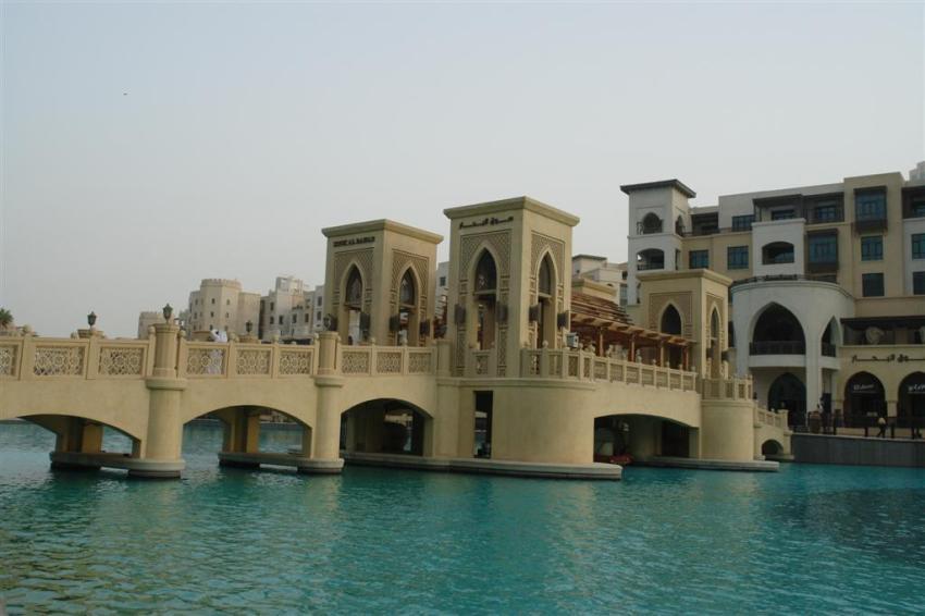 Qué ver en Dubai: Puente sobre el lago del Dubai Mall, junto al Burj Khalifa Qué ver en Dubai - 3839710935 c11f00c154 o - Qué ver en Dubai, el oasis inacabado