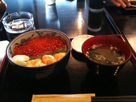 ポセイ丼@すすきのの二色丼