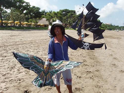 200907040002_kite-seller