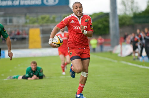 Simon Zebo heads for the line copy