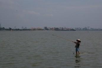 Ho Tay von Ba Dinh mit Fischer