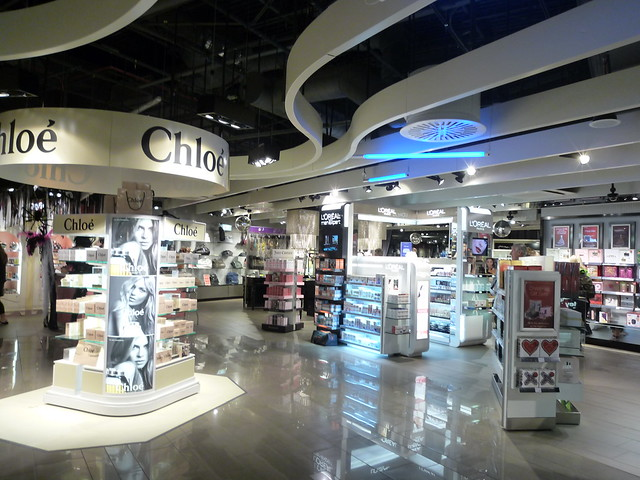 Manchester Airport T1 duty free shopping area (October 2009)