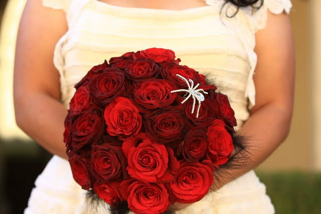 bouquet w/feathers & crystal spider