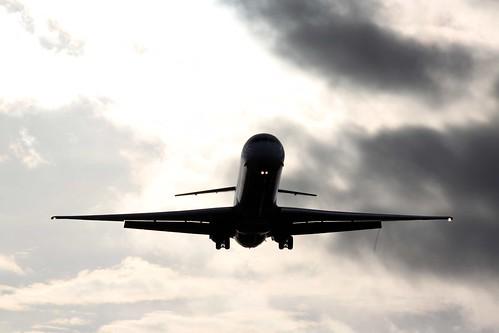 Avion entre las nubes 01