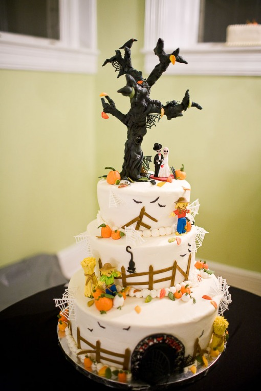 Spookily delicious Halloween wedding cakes | Offbeat Bride