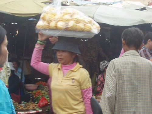 201002060307_pineapple-vendor