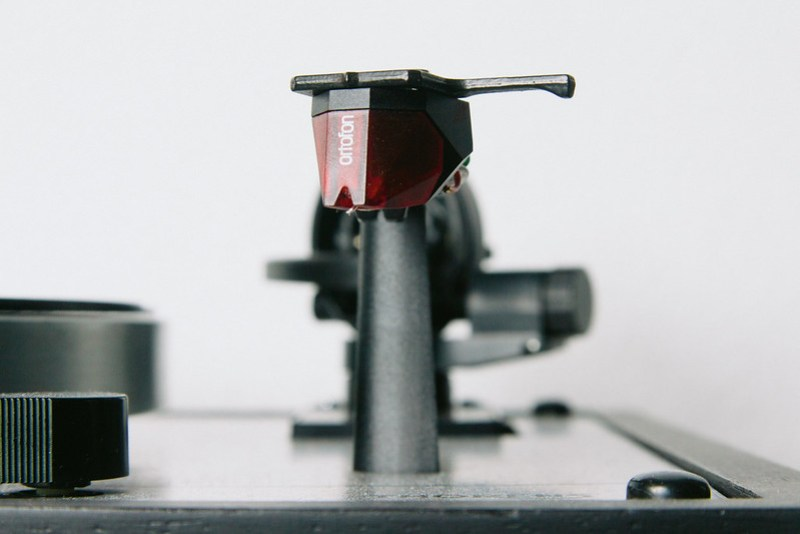 Thorens TD166 - Close-up Ortofon Red cartridge
