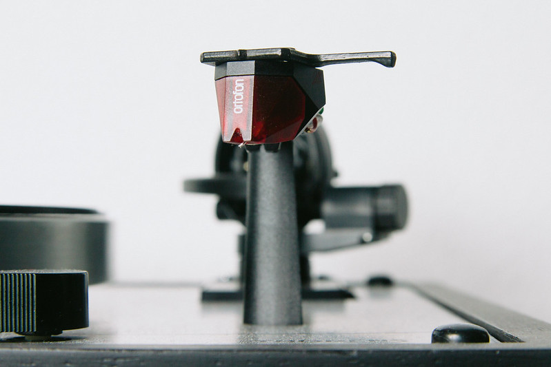 Thorens TD166 - Close-up Ortofon Red cartridge