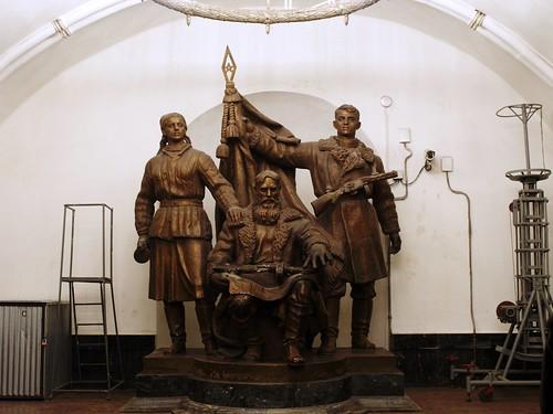 Escultura en la estación de Belorusskaya, en el metro de Moscú