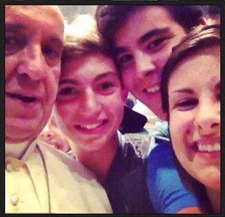 funny-Pope-Francis-selfie2