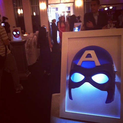 Wedding with a superhero theme = WIN! Mix of Marvel & DC characters. <3