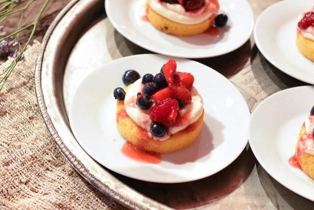 Short Cake mixed berry short cakes