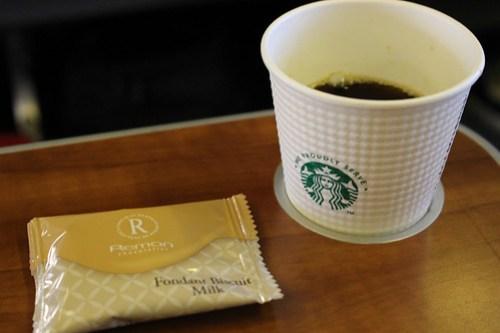 プレミアムクラスのスタバ監修コーヒー