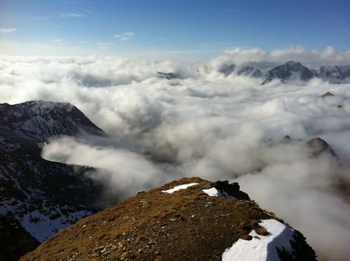 Gipfelblick Napfspitze auf das Wolkenmeer