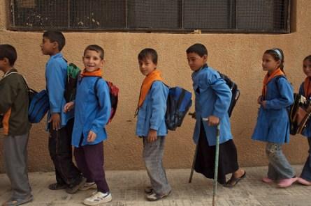 Alunni in fila prima di entrare in classe