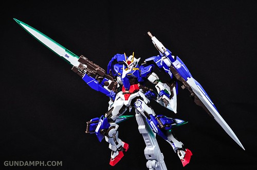 Metal Build 00 Gundam 7 Sword and MB 0 Raiser Review Unboxing (113)