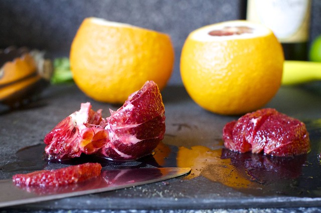 segmenting a blood orange