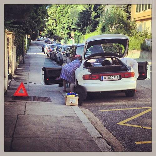 Achtung! Wir putzen unser Auto.