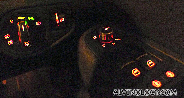 All the buttons are lit, making them easier to locate even when you are driving at night or in a dark tunnel