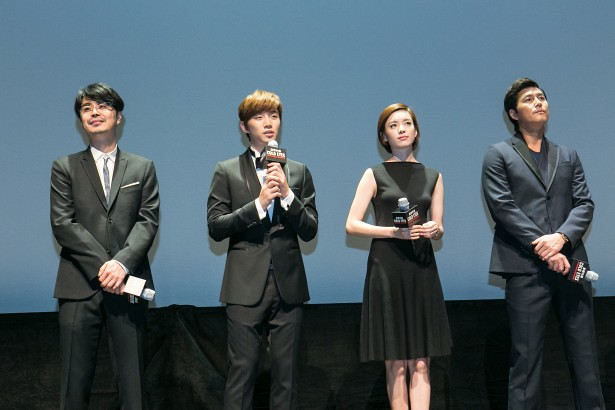From left, director Cho Ui-seok, followed by casts, Lee Junho, Han Hyo-joo and Jung Woo-sung (picture via tenasia.com)