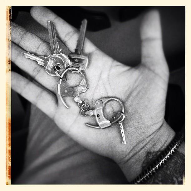 LUKE SATORU bespoke keychain (brass handcuffs)